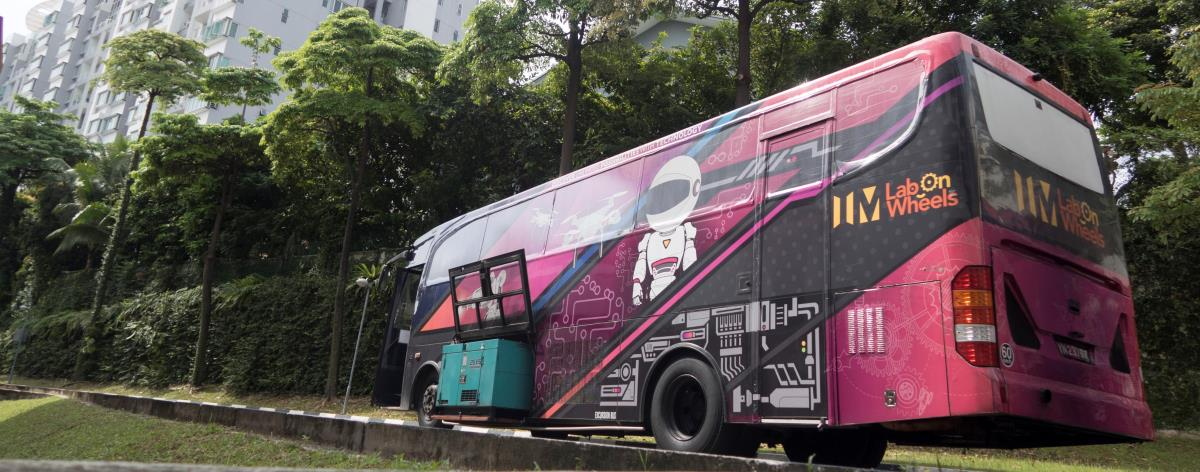 Labs On Wheel Bus image